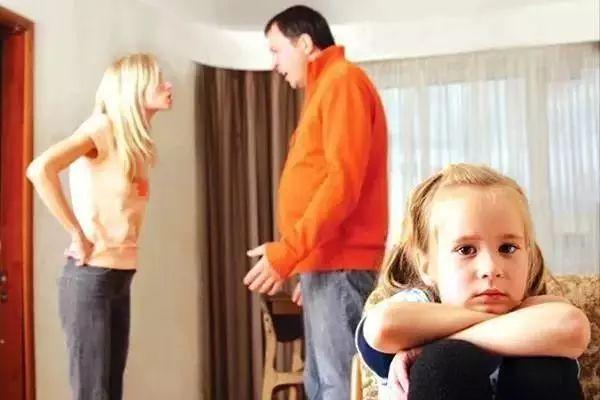 """""""你最怕爸爸妈妈做什么?""""儿童心理研究的结果让人吃惊……这7个错误行为爸"""